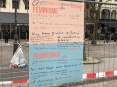 2018-03-08 Internationaler Frauentag Chantiers Place d'Armes Luxembourg AC (141) Signal