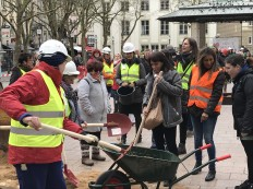 2018-03-08 Internationaler Frauentag Chantiers Place d'Armes Luxembourg AC (298) Signal